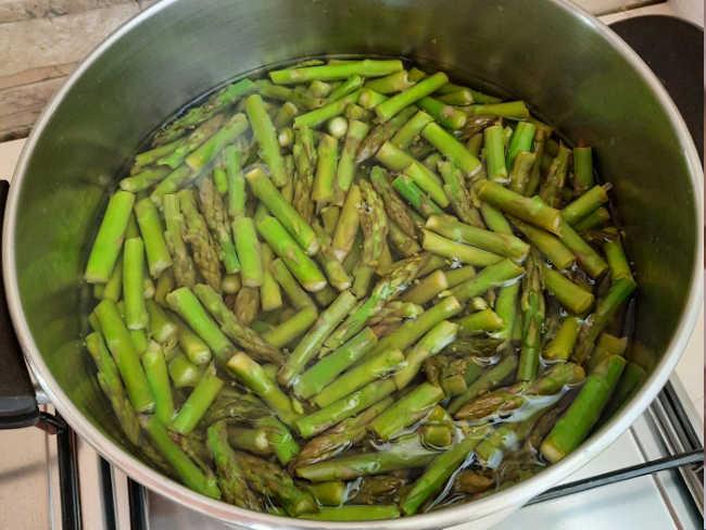 asparagi in cottura