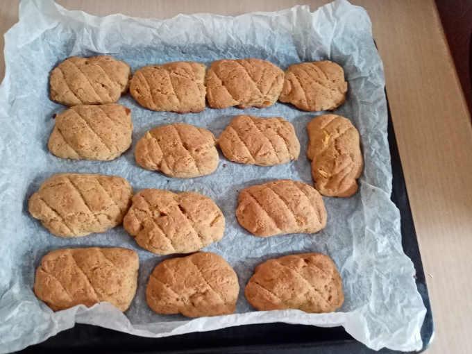 Biscotti alla ricotta integrali appena sfornati ricetta senza burro