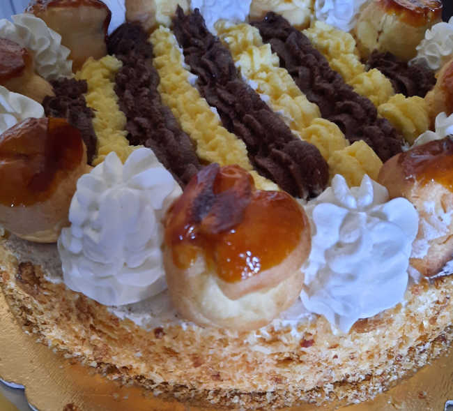 Torta Saint Honoré con crema golosissima